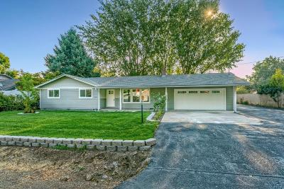Central Point Single Family Home For Sale: 5320 Raymond Way