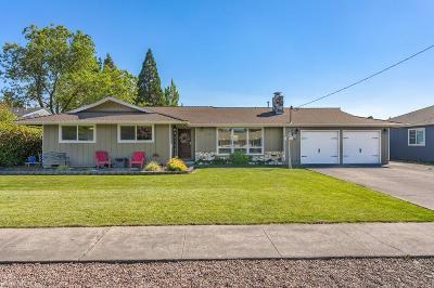 Medford Single Family Home For Sale: 1750 Brookhurst Street