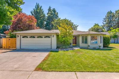 Central Point Single Family Home For Sale: 110 Shadow Wood Court