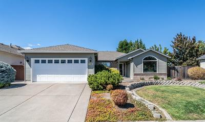 Central Point Single Family Home For Sale: 921 Mendolia Way