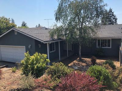 Grants Pass Single Family Home For Sale: 1720 NE Hillcrest Lane