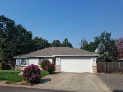 shady cove Single Family Home For Sale: 439 Yew wood Drive