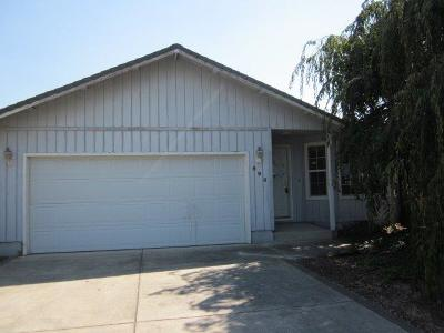 Central Point Single Family Home For Sale: 594 Briarwood Drive