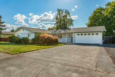 Central Point Single Family Home For Sale: 945 Crest Drive