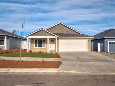 Medford OR Single Family Home For Sale: $307,900
