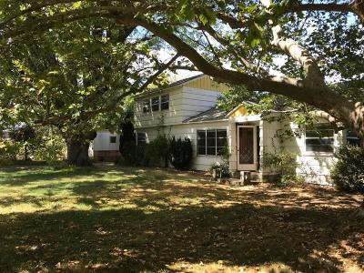 Medford Single Family Home For Sale: 1090 Shafer Lane