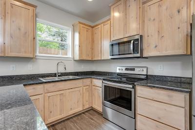 Phoenix Condo/Townhouse For Sale: 438 Oak Street