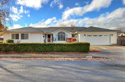 Medford Single Family Home For Sale: 2401 Mountain Glen Court