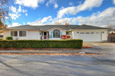 Single Family Home For Sale: 2401 Mountain Glen Court
