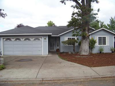 Medford OR Single Family Home For Sale: $255,000