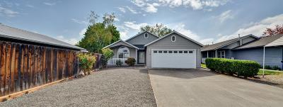 Medford OR Single Family Home For Sale: $259,900