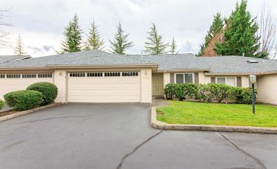 Medford Condo/Townhouse For Sale: 738 Hilldale Avenue