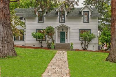 Ashland Single Family Home For Sale: 105 Nob Hill Street