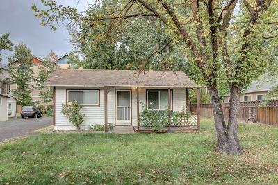 Medford Single Family Home For Sale: 345 Berrydale Avenue