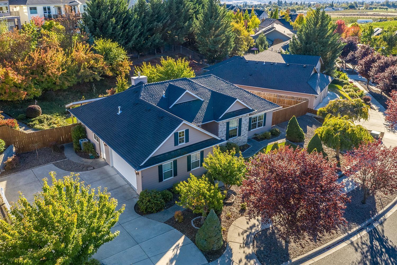 4a3144b98b6 4126 Hemlock Drive, Medford, OR.  MLS# 2995223   Buy Southern Oregon ...