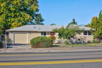 Medford OR Single Family Home For Sale: $229,000