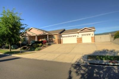 Medford Single Family Home For Sale: 517 Canterwood Drive