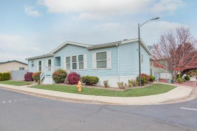 Medford Mobile Home For Sale: 2552 Thorn Oak Drive #77