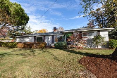Medford Single Family Home For Sale: 101 Greenway Drive