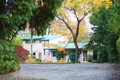 Jackson County, Josephine County Single Family Home For Sale: 680 Oak Street