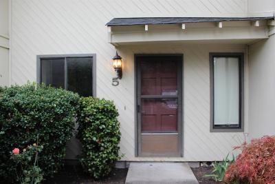 Medford Condo/Townhouse For Sale: 1359 Maple Leaf Court #5C