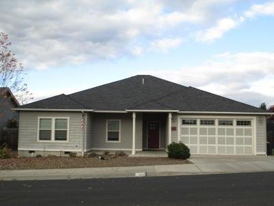 Eagle Point Single Family Home For Sale: 668 Sheffield