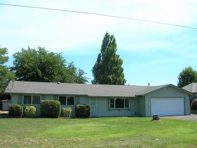 Grants Pass Single Family Home For Sale: 215 Parkhill Place