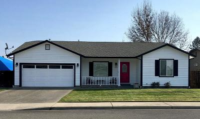 Grants Pass Single Family Home For Sale: 917 Skylark Lane