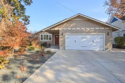 Medford Single Family Home For Sale: 935 S Holly Street
