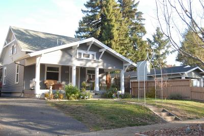 Medford Single Family Home For Sale: 211 Vancouver Avenue