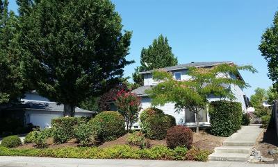 Medford Multi Family Home For Sale: 3944 Arrowhead Drive