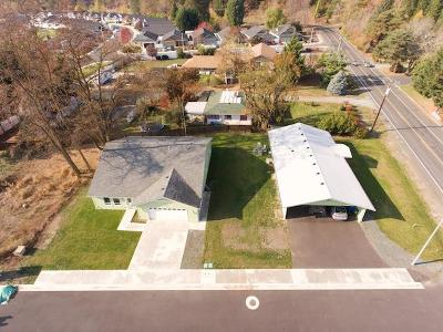 Rogue River Single Family Home For Sale: 5875 Foothill Blvd