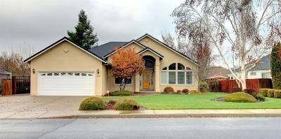 Eagle Point Single Family Home For Sale: 160 Keystone Way