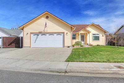 grants pass Single Family Home For Sale: 837 Tanager Way