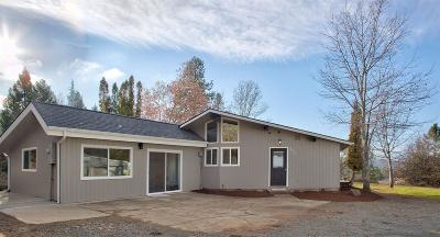 Grants Pass Single Family Home For Sale: 720 Summit Loop