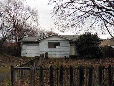 Medford Single Family Home For Sale: 1655 S Peach Street