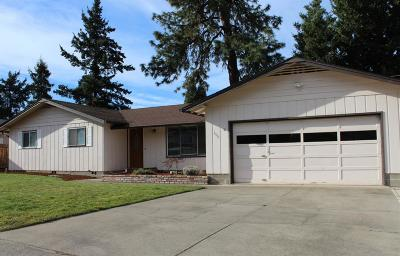 Medford OR Single Family Home For Sale: $270,000