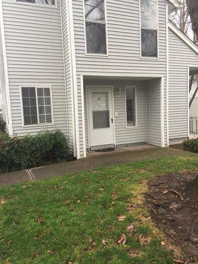 Medford Condo/Townhouse For Sale: 2101 Poplar Drive #20