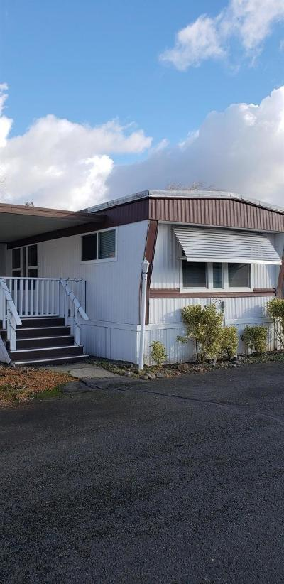 Grants Pass Mobile Home For Sale: 320 Sandlewood Drive