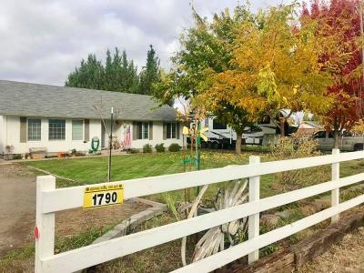 Medford OR Single Family Home For Sale: $500,000