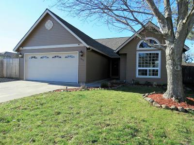 Medford Single Family Home For Sale: 2413 Lara Court