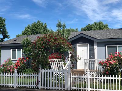 Jackson County, Josephine County Mobile Home For Sale: 633 E Archwood Drive #63