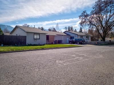 Grants Pass Multi Family Home For Sale: 709 SE 12th Street