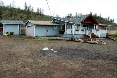 Eagle Point Single Family Home For Sale: 18730 Hwy 62