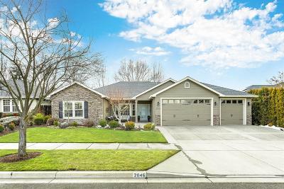 Medford Single Family Home For Sale: 2046 Black Hawk Drive