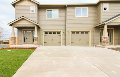 White City Condo/Townhouse For Sale: 3402 Sharon Way