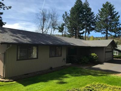 Medford Single Family Home For Sale: 1452 Angelcrest Drive