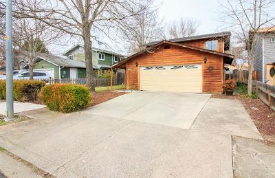 Eagle Point Single Family Home For Sale: 650 Sarah Lane