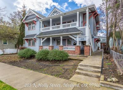 Medford Multi Family Home For Sale: 205 N Holly Street
