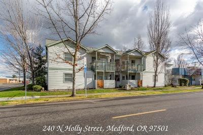 Medford Multi Family Home For Sale: 240 N Holly Street